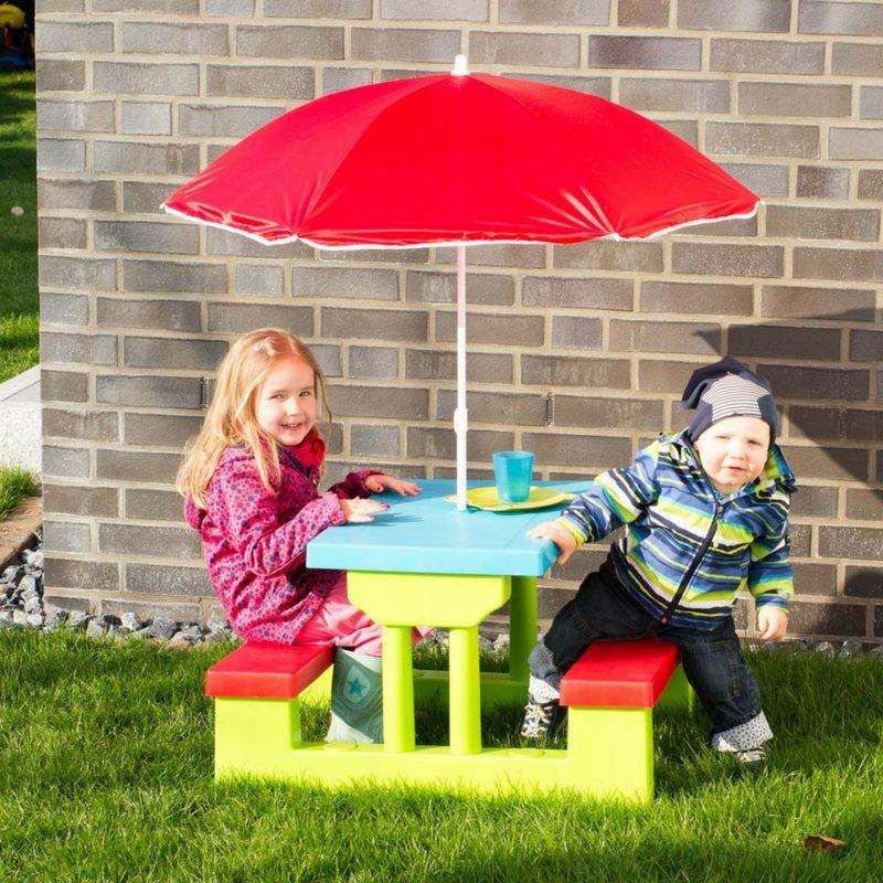 Tavolino da giardino per bambini con panche e ombrellone for Cose per il giardino