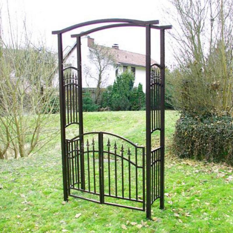 Arco da giardino con cancello in ferro - Archi per giardino ...