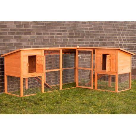 Conigliera da esterno in legno con recinto angolare