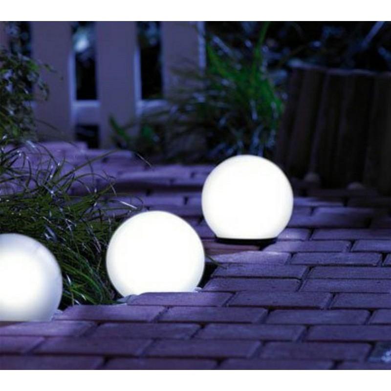 Lampada solare da esterno a sfera per illuminazione giardino for Salottini da esterno offerte