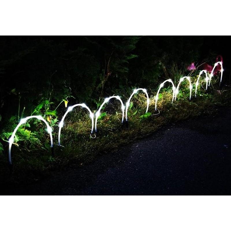 Tubi luminosi ad arco con 32 luci solari led for Luci led giardino