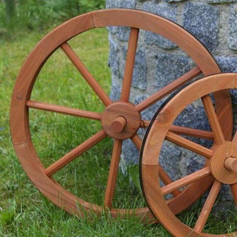 Ruota da carro in legno per decorazioni e arredo giardino for Arredo giardino in legno