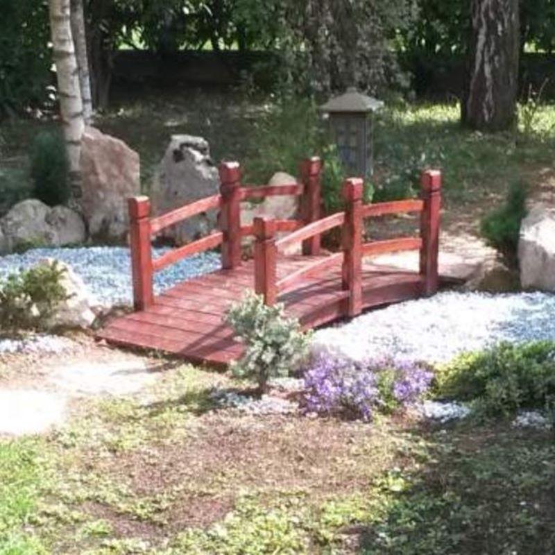 Ponte in legno per giardino e laghetto artificiale for Giardino con laghetto immagini